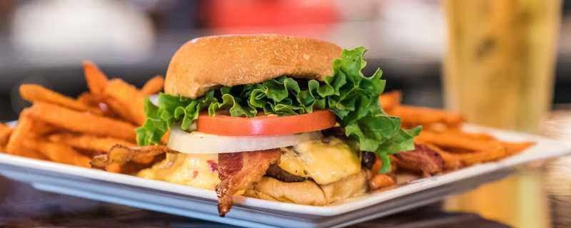 Carolina_burger_Henrys