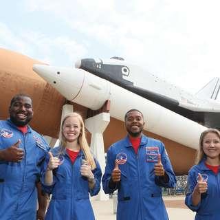 Huntsville U S Space and Rocket Center Shuttle.jpg