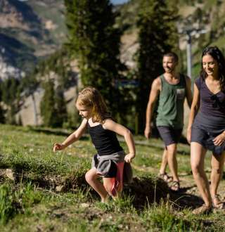 Family hiking Little Cottonwood Canyon