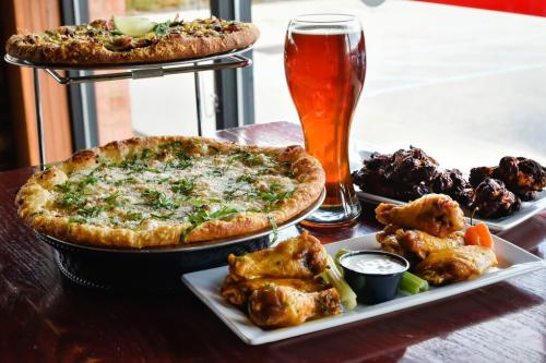 Boombozz's pizza, wings, and beer
