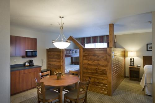 Family Suite with Bunk Beds Holiday Inn Purdue