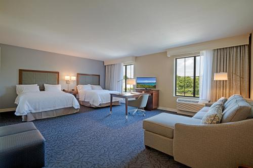 Guest rooms at the Hampton Inn Cazenovia