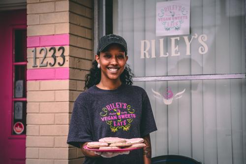 Riley's Vegan Sweet Treats - Extra