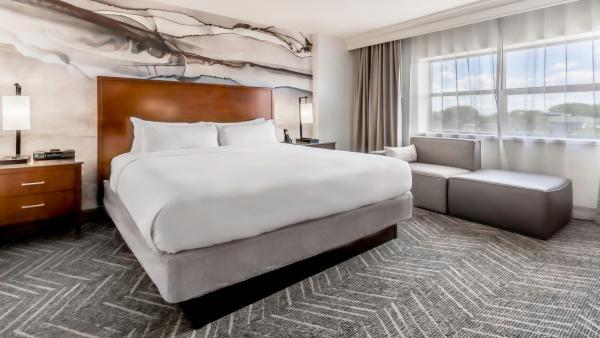 Minneapolis Marriott Northwest King Guest Room