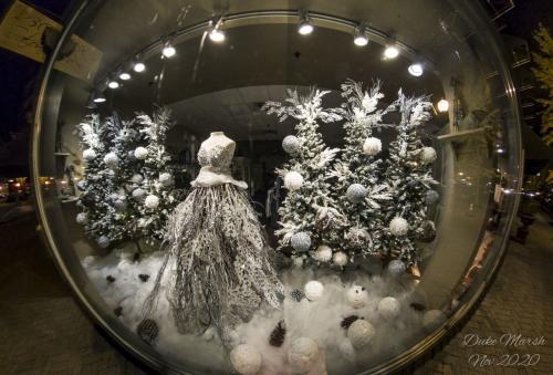 Mariposa Holiday Window 📸: Duke Marsh