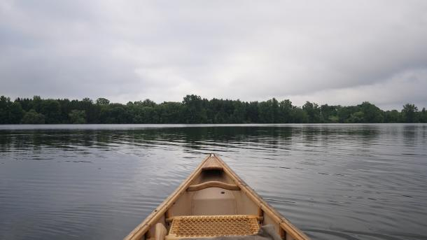 Canoe on water at pittock
