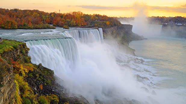 GN_NiagaraFalls_Fall_@GettyImages-171587080_618x348