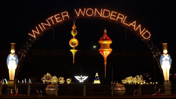 "Holiday lights reading ""Winter Wonderland"""