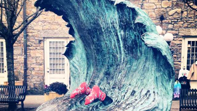 The Wave Statue with Socks