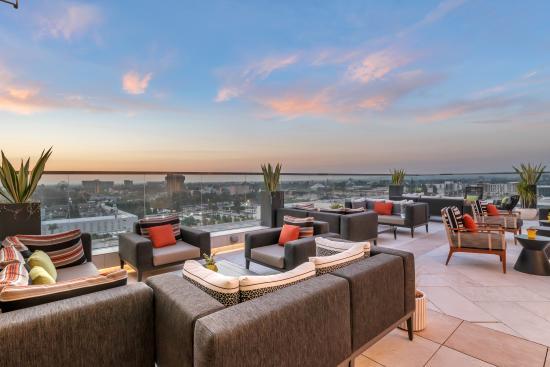Parkestry Rooftop Bar at JW Marriott