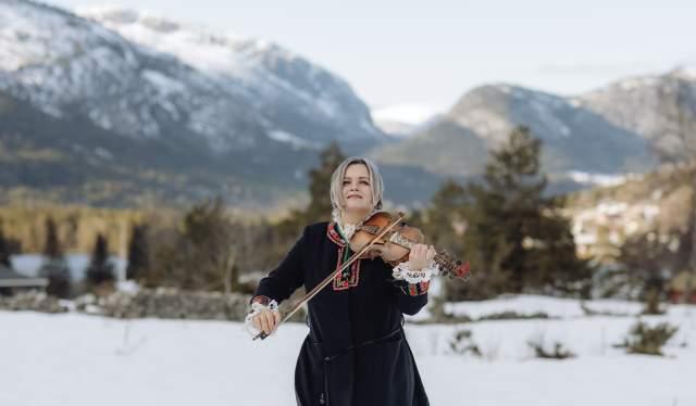 Annbjørg Lien playing Hardanger fiddle at Rysstad in Setesdal