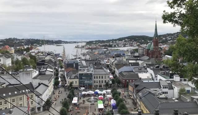 Utsikt over Arendal sentrum under Arendalsuka