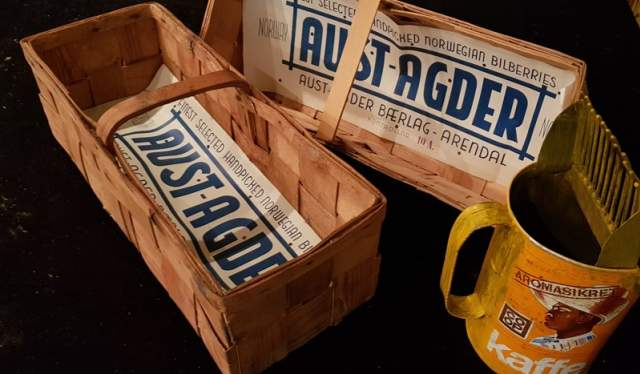 Bærkorger og bæplukker fra utstillinga «På bærtur» hos Elvarheim museum