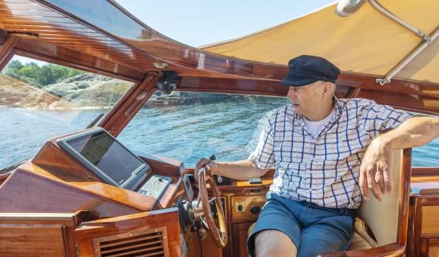 Båttur i Risør med trebåten Sonja G og eier Jan Helgebostad