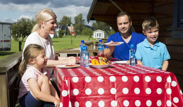 Family having picnic at Hamre Familecamping