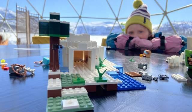 Lego bygging på The Village, Hovden