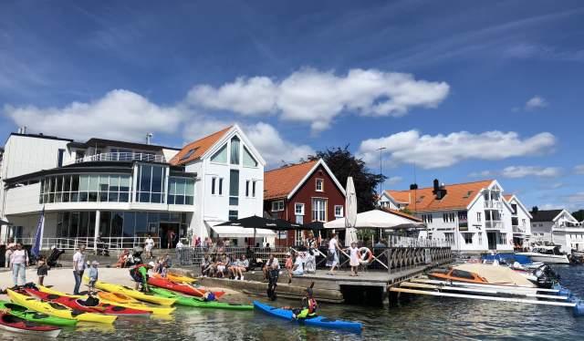 Lillesand sommerliv - kajakker i Lillesand havn