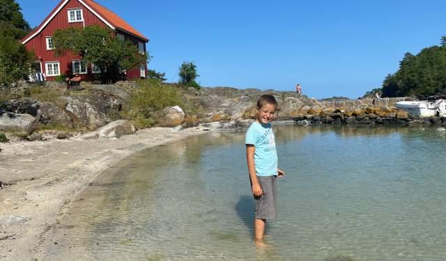 Sandvika er ei nydelig og langgrunn badestrand på Sandøya i Tvedestrand