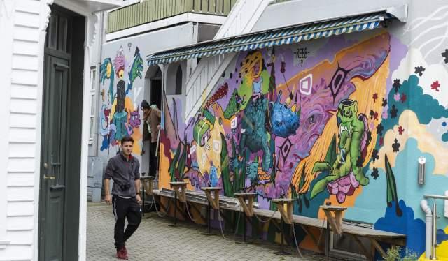 Streetart utenfor Central Bybryggeri i Kirkestredet, Flekkefjord