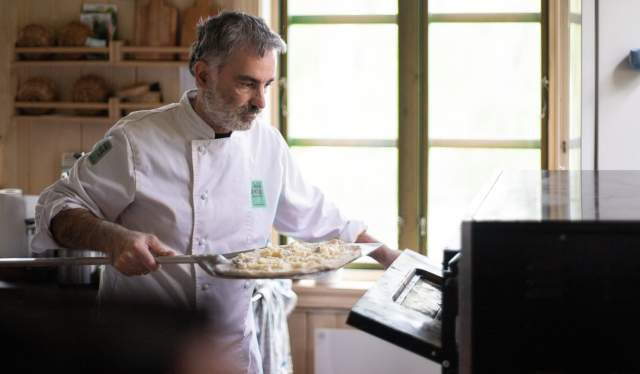 Giovanni er pizzamesteren på La Locanda di Marie på Sandøya