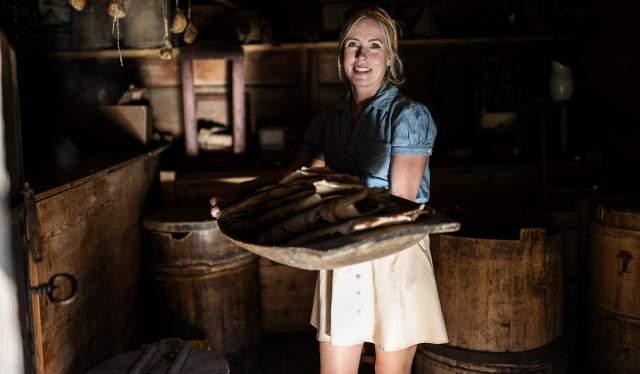 Margit Dale i fjøset