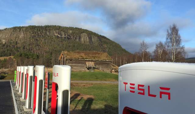 Tesla charging station in Bygland