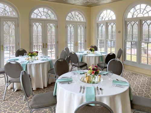 Surrey-Williamson Inn Wedding