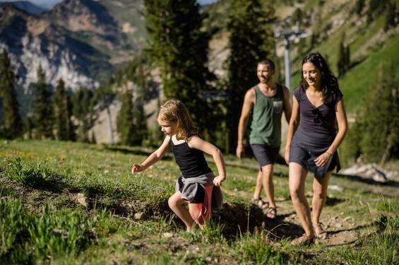 Family hiking Little Cottonwood Canyon