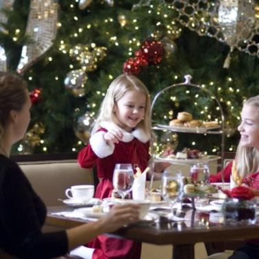 Deck the Halls! 7 Best Hotels in Chicago to See Holiday Decor