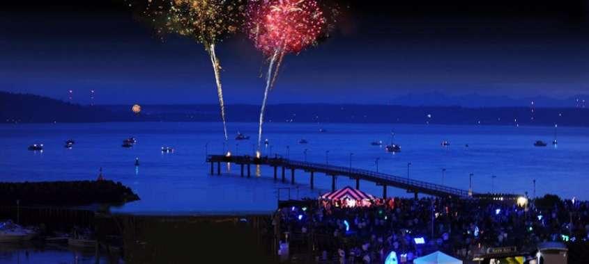 Fireworks bursting over Des Moines Marina