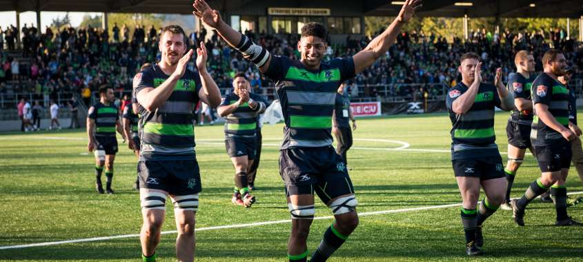 Seawolves players on field