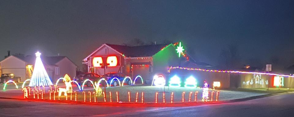 Sparks Family Christmas Light Display 2020