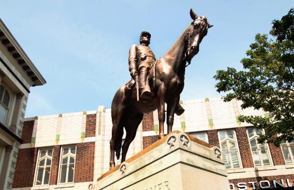 hanover statue