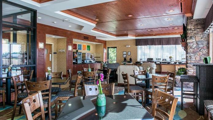 free breakfast hotel augusta ga