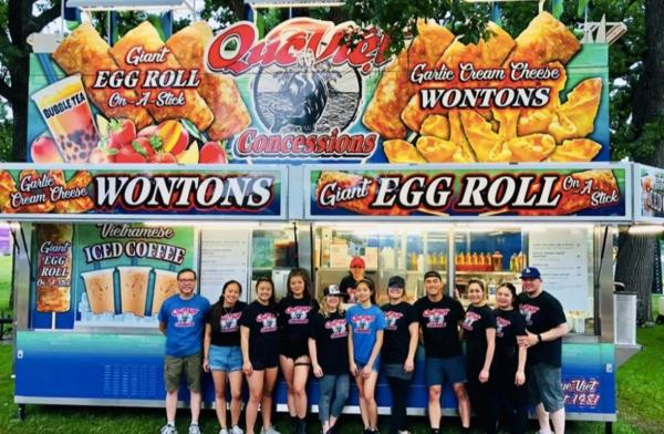 Egg roll food vendor with employees