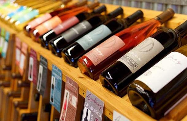 Free-Wine-Tasting-Aubrey-Vineyards-in-Vinyl-Renaissance