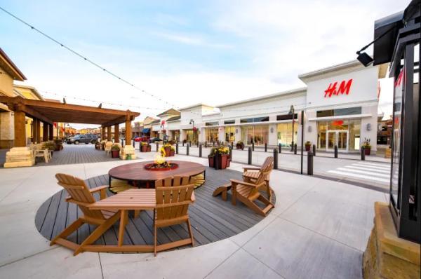 Outdoor shopping mall