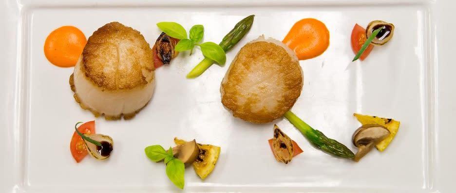 paper canoe scallops food dining restaurant