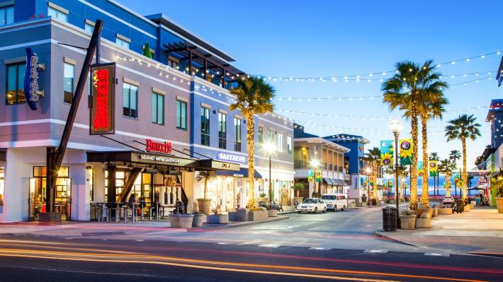 5th & PCH Holiday Shopping, Dining & Events | Surf City USA Blog