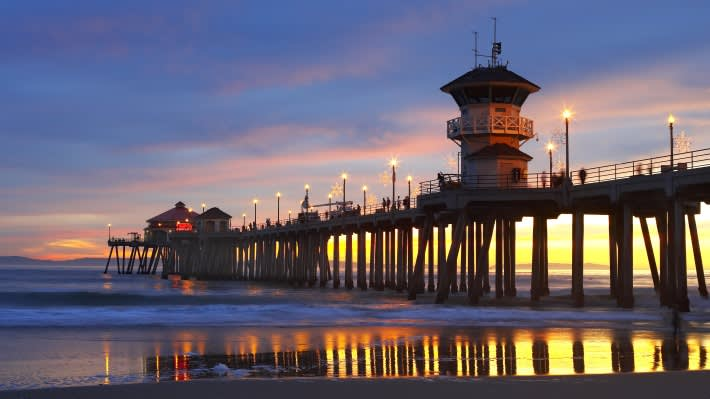 10 Ways to Celebrate the Holidays in Huntington Beach and