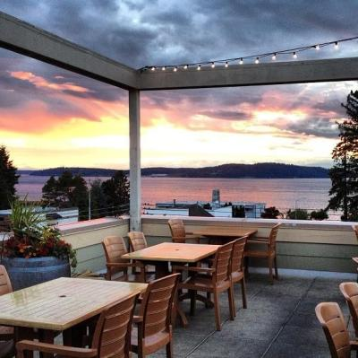 Topside Bar and Grill Steilacoom