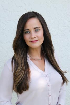 Michelle Elliott Headshot