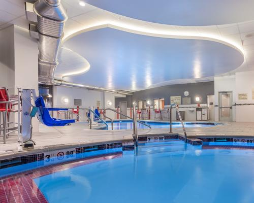 The pool and hot tub at Hampton Inn & Suites Madison Downtown