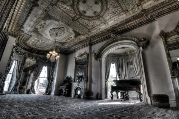 Culbertson Mansion, dark interior