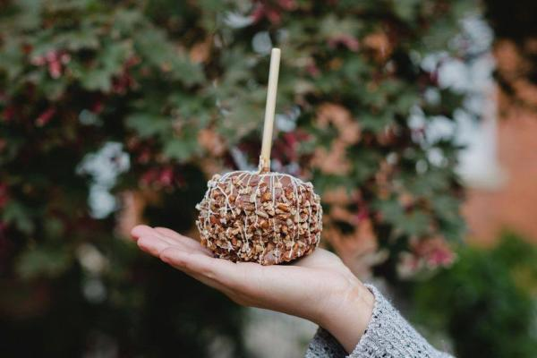 Caramel Apples - Winans Coffee + Chocolates