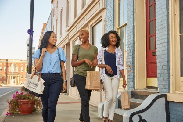 3 girls shopping in downtown Etown