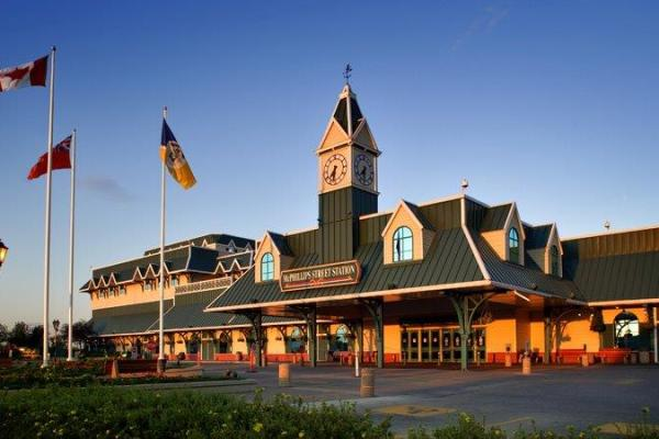 Exterior shot of McPhillips Station Casino in Winnipeg