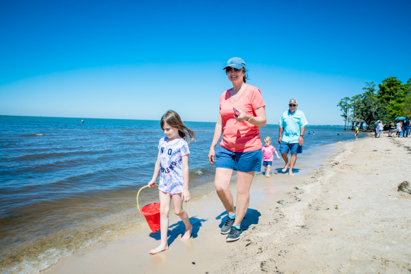 Family on Fontainebleau State Park beach