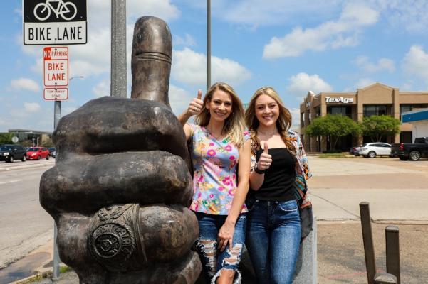 Gig 'Em Statue