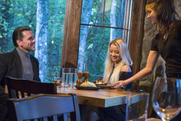 couple-dining-greenbrier-gatlinburg